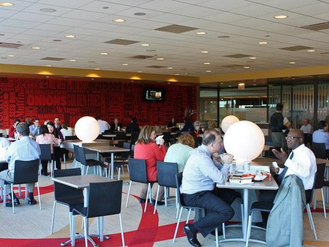 Кафе кампуса Макдональдс