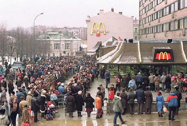 Очередь в первый Макдональдс