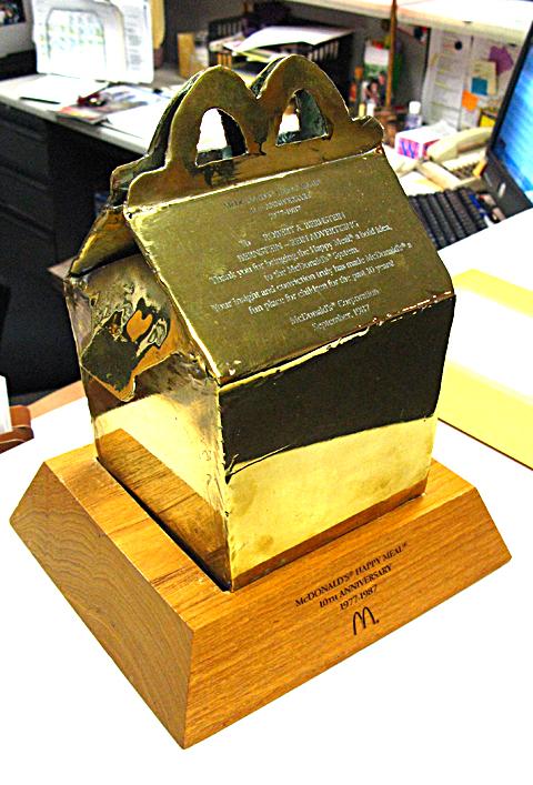 бронзовая фигурка коробки для Хэппи Мил