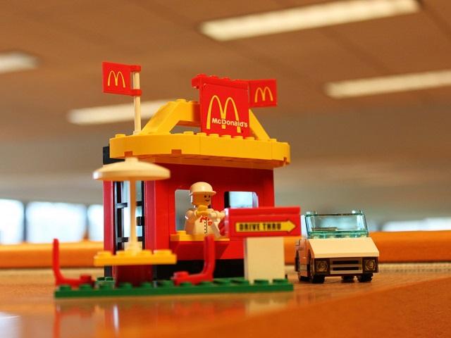 МакАвто из констуктора Лего