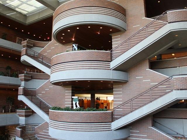 Главный холл офиса Макдональдс