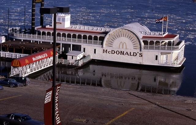 Макдональдс на старом пароходе