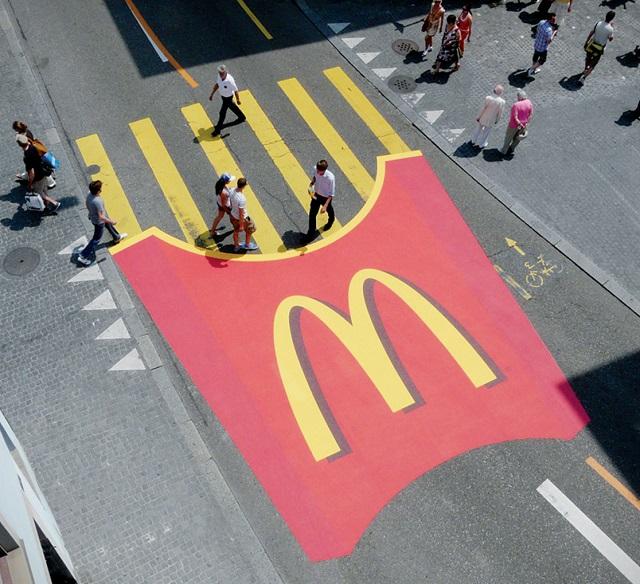 пешеходный переход в виде картофеля фри