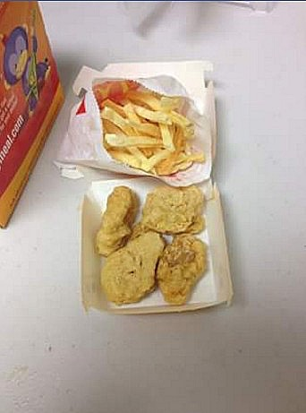 Макнаггетсы и картофель фри