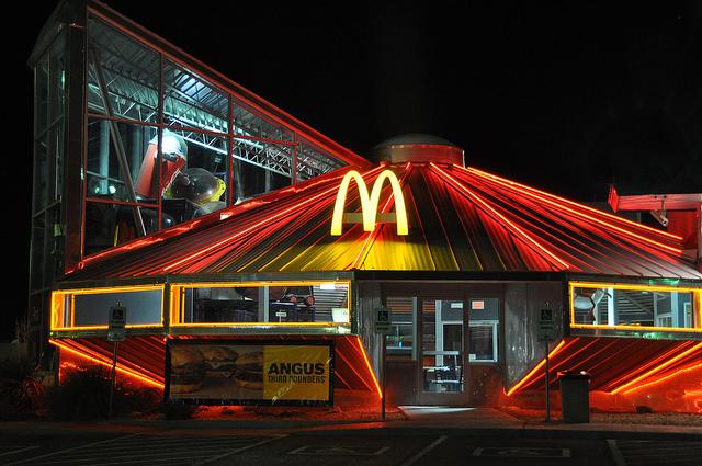 Макдональдс в форме летающей тарелки