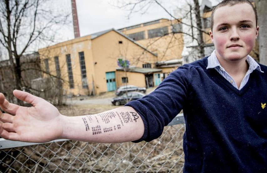 Норвежский подросток сделал татуировку в виде чека Макдональдс