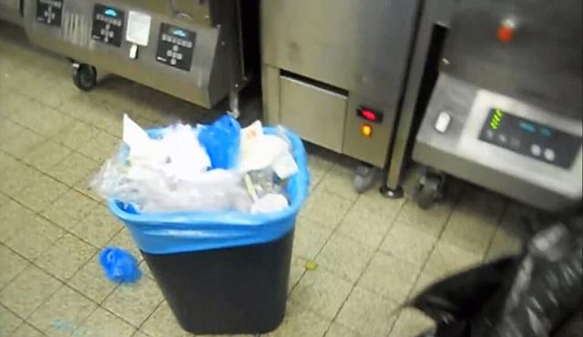 Переполненный мусорник