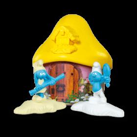 Светло-жёлтый домик со Смурфиками
